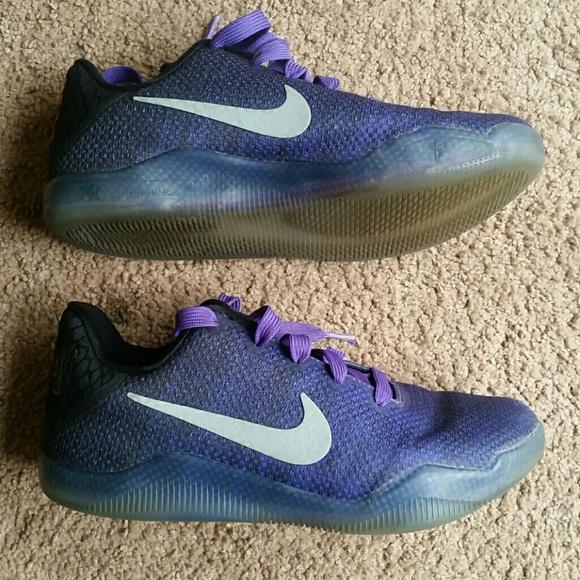 19b0798f1ae7 Boys Nike Kobe 11 Elite Low Hyper Grape Sneakers. M 5a8478d4077b970427b67cc1